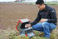 仪德公司受某地方农检邀请斯派克便携式光谱仪XRF现场测试土壤样品